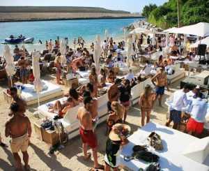 На острове Ибица появился шикарный шезлонг