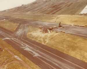 Два сгоревших самолёта после катастрофы на Тенерифе. На переднем плане Боинг KLM, на заднем – Pan American