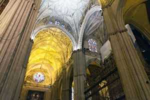 Интерьер собора в Севилье