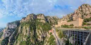 Гора Монсеррат и одноимённый монастырь