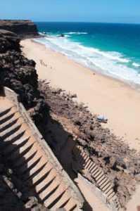 Ступени на пляж Playa de Escalera