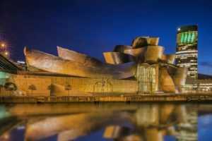 Вид «фантастического корабля» со стороны реки